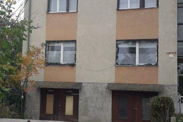 Veszprémben tégla építésű lakás garázzsal, kiskerttel eladó