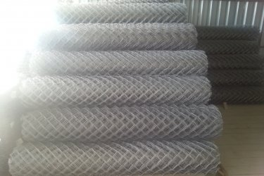 Drótfonat vadháló kerítésdrót drótkerítés szögesdrót kerítés építés huzal oszlop vaskapu táblás panel elem