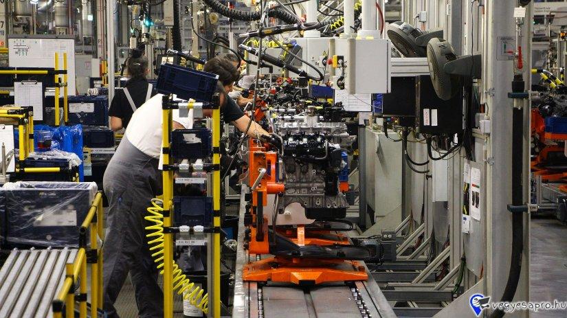 Álláslehetőség ingyenes szállással,versenyképes jövedelemmel! Helyezkedjen el Magyarország autóipari fellegvárában! Autóipari partnercégünk számára keresünk operátori munkára munkavállalókat! Feladat: összeszerelés, közepesen nehéz fizikai szalagmunka. 2 műszakos munkarend ,8 óra 50 perces munkaidő Nettó 210 000-230 000 Ft-os kereseti lehetőség Napi 1*ingyenes meleg étkezés Ingyenes szállás biztosítása! Ingyenes buszjárat a szállás és a munkahely között. Hazautazás támogatása Jelentkezzen még ma! Ne halassza el ezt a kivételes lehetőséget!  Jelentkezni a 06 30 753 2583 telefonszámon du. 15 óra után, vagy a rendesallas@gmail.com email címen.