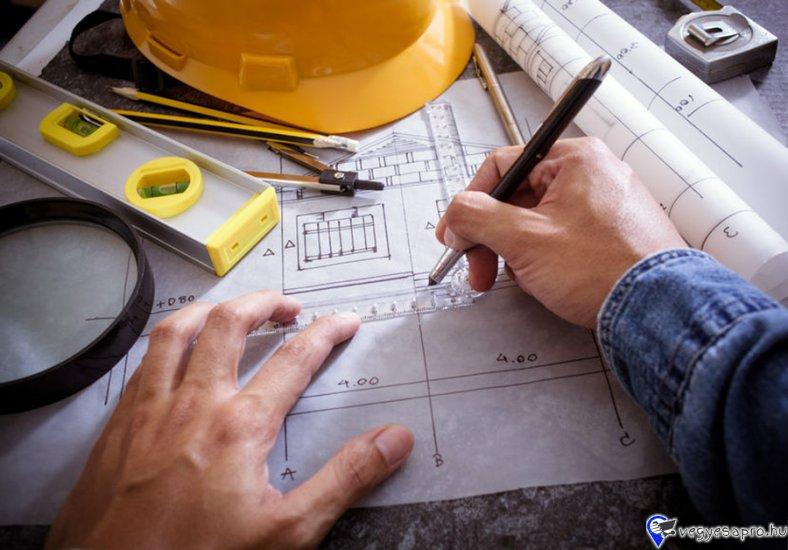 A P-Terv General Kft. Debrecen egyik dinamikusan fejlődő, stabil háttérrel rendelkező cégcsoport tagja. Cégünk fő profilja a teljes körű épületgépészeti és villanyszerelési tervezés és kivitelezés feladatokat egyaránt magába foglalja. Fő értékeink közé tartozik a minőség és a megbízhatóság.   Csapatunkba keressük új kollégánkat az alábbi pozícióba:  Épületgépész mérnök   Téged keresünk, ha rendelkezel: •         Épületgépész diplomával •         Minimum 10-15 év tervezésben és kivitelezésben szerzett tapasztalattal •         Vezetői szemlélettel •         G-T tervezői jogosultsággal •         B kategóriás jogosítvánnyal   A következő feladatokban számítunk a szakértelmedre: •         Az épületgépészeti és villanyszerelési  teljes kivitelezési munkáinak irányításában •         A pénzügy részére az elszámolások előkészítésében •         Megrendelőkkel való kapcsolattartásban •         Aktív részvétel és irányítás az épületgépészeti tervezésben   Előnyt jelent számunkra a kiválasztásnál: •         ME/ÉG Műszaki Ellenőri képesítés •         FMV/ÉG Felelős Műszaki Vezető képesítés •         Ha gyors problémamegoldó készséggel rendelkezel •         Ha ismered a TERC költségvetési programot •         Ha kiváló szervező és irányítókészséggel rendelkezel   Amit mi kínálunk neked: •         Megbízható, biztos munkahely •         Változatos munkák •         Kulturált irodai környezet •         Modern számítástechnikai eszközök, programok •         Céges mobiltelefon •         Dinamikus, fiatal, segítőkész csapat   Foglalkoztatás: Napi 8 órás (teljes) , heti 40 órás munkarendben  határozatlan idejű munkaszerződéssel   Bérezés: Megegyezés szerint